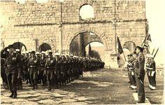 Lambèse (ruines romaines en Algérie). Passation de commandement de la 13 ème D.B.L.E. entre les colonels Sengès et Roux, le 8 décembre 1958. A droite le colonel Sengès sur la photo.