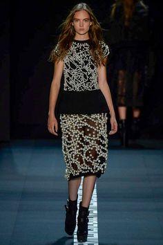 Vera Wang Spring 2017 Ready-to-Wear Fashion Show - Adrienne Jüliger