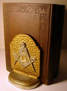 VINTAGE ANTIQUE CAST IRON GOLD TONE FREEMASON BOOKENDS ILLUMINATI