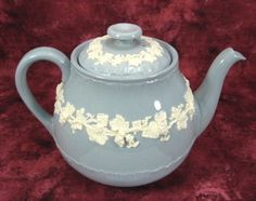 Teapot Wedgwood Embossed Blue With White Grapevine Large 4-6 Cups – Antiques And Teacups