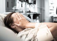La enfermera pilla al marido con un bulto para su moribunda esposa mira una vez más y promete no decir nada
