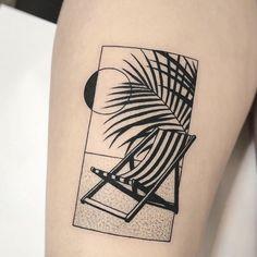 strandstoel tattoo Hand Tattoos, Tropisches Tattoo, Fire Tattoo, Piercing Tattoo, Rose Tattoos, Black Tattoos, Piercings, Body Art Tattoos, Small Tattoos