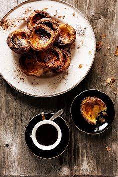 Pratos e Travessas: Pastéis de nata # Portuguese custard tarts (Don't worry, the recipes are also in English on the site) Portuguese Custard Tarts, Egg Tart, Portuguese Recipes, Portuguese Food, Snack, Food Inspiration, Love Food, Sweet Recipes, Food Photography