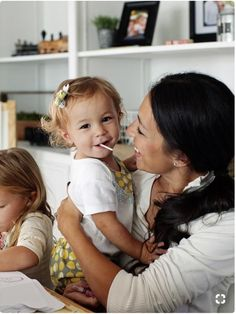 chip and joanna gaines - Yahoo Search Results Joanna Gaines Family, Chip Und Joanna Gaines, Joanna Gaines House, Magnolia Joanna Gaines, Joanna Gaines Style, Chip Gaines, Jojo Gaines, Fixer Upper Tv Show, Home Decor