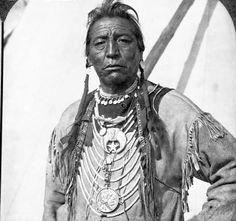 Two Guns White Calf - Blackfeet (Pikuni) - 1929 {Note: He has a large Shriners Masonic symbol pinned to his chest. Native American Pictures, Native American History, Native American Indians, Indian Pictures, Blackfoot Indian, Native Indian, Canada, First Nations, Masonic Lodge