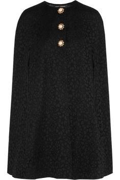 En capas: La prenda clave de FW14 Capa con detalle brocado de Dolce&Gabbana. Capa otoño invierno tendencias moda tips.
