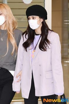 South Korean Girls, Korean Girl Groups, Airport Outfit Cold To Hot, Lisa, Bollywood Pictures, Jennie, Blackpink Fashion, Blackpink Jisoo, Airport Style