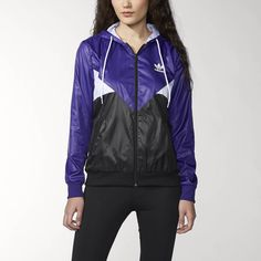 Lightweight urban gear, this women's Colorado Wind Jacket is influenced by 1980s breakdancing style. This jacket features retro cut lines and a Tokyo-inspired print on the mesh lining.
