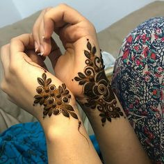 Searching for stylish mehndi designs for the party that look gorgeous? Stylish Mehndi Design is the best mehndi design for any func. Rose Mehndi Designs, Mehndi Designs For Girls, Arabic Henna Designs, Stylish Mehndi Designs, Dulhan Mehndi Designs, Mehndi Designs For Fingers, Wedding Mehndi Designs, Mehndi Design Pictures, Latest Mehndi Designs