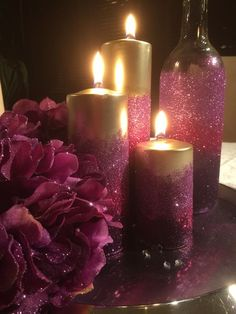 Ombré candles with glitter. Wine bottle with ombré glitter and silk hydrangea with glitter sprinkles Glitter Wine Bottles, Glitter Candles, Diy Candles, Christmas Tree Costume, Diy Christmas Ornaments, Wine Glass Crafts, Wine Bottle Crafts, Diy Wedding Hair, Wedding Ideas