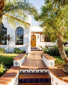 Spanish style homes – Mediterranean Home Decor Hacienda Style Homes, Mediterranean Style Homes, Spanish Style Homes, Mediterranean House Exterior, Spanish Exterior, Mediterranean Architecture, Spanish Architecture, House Architecture, Spanish House Design