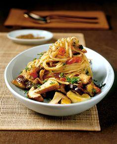 Rezept für Pasta mit Steinpilz-Auberginen-Sugo bei Essen und Trinken. Ein Rezept für 4 Personen. Und weitere Rezepte in den Kategorien Gemüse, Gewürze, Kräuter, Nudeln / Pasta, Pilze, Hauptspeise, Braten, Kochen, Schmoren, Einfach, Raffiniert.