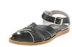 Salt Water Sandals. http://divineshape.blogspot.com/2012/03/giras-intemporais-e-resistentes-e-podem.html