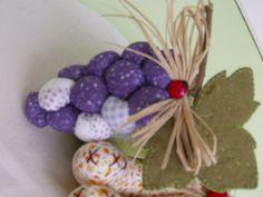 Frutas, frutas de tecido, tecido, cozinha, artesanato, pachtwork, decoração,uva de tecido by lilia.paim, via Flickr