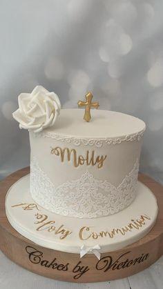 Baby Birthday Cakes, Beautiful Birthday Cakes, Baby Girl Christening Cake, First Communion Decorations, Confirmation Cakes, First Communion Cakes, Cake Decorating Techniques, Girl Cakes, Cute Cakes