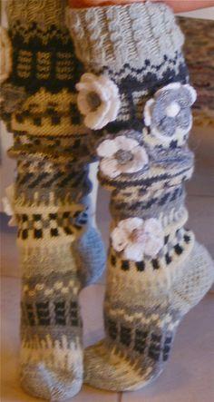 T Ankortit: Sukkia sukkia vaan--- Wool Socks, Knitting Socks, Crochet Boots, Knit Crochet, Knitting Patterns, Crochet Patterns, Knitted Throws, Crafts To Do, Fingerless Gloves