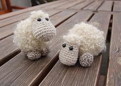 omg cute overload!  Ravelry: Sheep Etu pattern by Kristi Randmaa