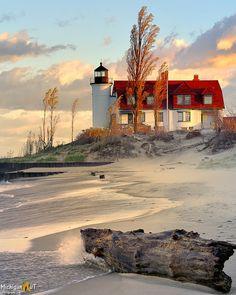 Michigan ~ Beautiful Beach and Lighthouse Lighthouse Pictures, Lighthouse Art, Beautiful World, Beautiful Places, Beautiful Pictures, Lake Michigan, Frankfort Michigan, Michigan Usa, Northern Michigan