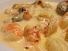 noix de saint-jacques, écrevisse, moules, crevette, vin blanc sec, échalote, beurre, crème épaisse, crème liquide, concentré de tomate...