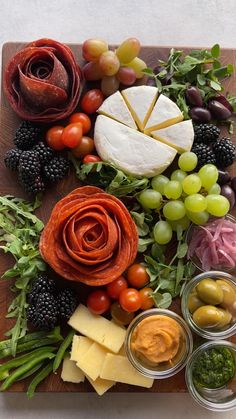 Charcuterie Recipes, Charcuterie And Cheese Board, Charcuterie Platter, Crudite Platter Ideas, Meat Cheese Platters, Fruit Platter Designs, Hummus Platter, Snack Platter, Cheese Boards