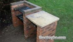 How to build a brick barbecue - You can& beat the taste of barbecued meat cooked on an open fire. Forget rushing to the garden centre to buy an expensive barbecue - set aside one day and you can have your own stylish brick barbecue. Grill Diy, Barbecue Grill, Barbecue Garden, Parrilla Exterior, Brick Grill, Brick Ovens, Wood Grill, Diy Jardin, Garden Crafts