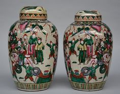 A pair of Chinese stoneware ginger pots, polychrome decorated all around with battle scenes, marked, 19th century. H 37.5 cm