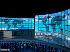 171238245-studio-tv-room-with-a-wall-of-screens-gettyimages.jpg (478×359)