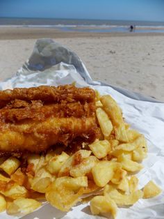 Nothing nicer than fish and chips on the beach! Taken at Greatstone, Kent,      posted by www.futons-direct.co.uk