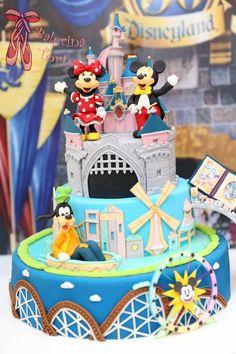 Disneyland Cake – Diznilend torta by Balerina Torte Jagodina Disney World Birthday, Disneyland Birthday, Themed Birthday Cakes, Themed Cakes, 4th Birthday, Disney Themed Food, Mickey Mouse Cake, Crazy Cakes, Disney Cakes