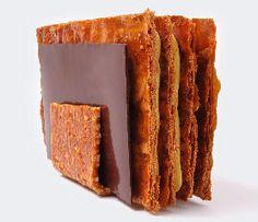 Mille-feuille revu par Marc Bretillot designer culinaire français. http://www.marcbretillot.com/