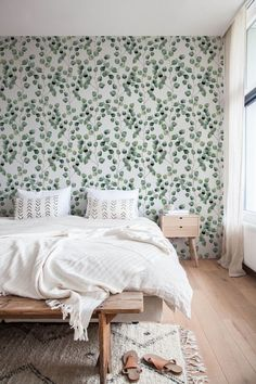 Floral wallpaper: 25 models for a bucolic interior! Modern Wallpaper, Home Wallpaper, Wallpaper Headboard, Bed In A Bag, Interior Decorating, Interior Design, White Bedding, Eclectic Decor, Arquitetura