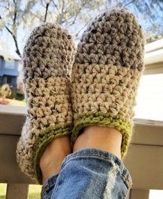 Easy Crochet Slippers, Crochet Slipper Pattern, Crochet Shoes, Crochet Men, All Free Crochet, Crochet For Kids, Crochet Designs, Crochet Patterns, Color Combos