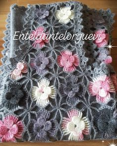 No hay descripción de la foto disponible. Pull Crochet, Crochet Granny, Crochet Shawl, Crochet Yarn, Free Crochet, Crochet Designs, Crochet Patterns, Capes & Ponchos, Knitting Stitches
