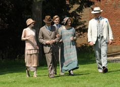 I want Mary's drop waisted dress style to come back in fashion. Downton Abbey, series 3, episode 4, at Greys Court (Downton Place). I could also wear that hat. I'd love it in a gray blue.