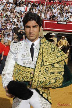 Cayetano Rivera Ordóñez, Spanish bullfighter, son of Paquirri Flamenco Dancers, Ballet Dancers, Matador Costume, Rhinestone Converse, Latino Men, Beautiful Costumes, Student Fashion, Folk Costume, Dressed To Kill
