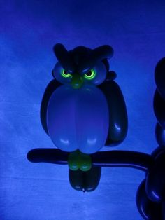 These are balloons!  Check out the rest of his amazing creations  フクロウ(目の部分にネオンバルーンを使用)owl2015.2.21