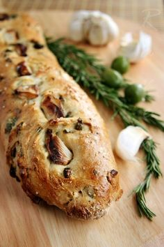 No Knead Olive Bread Ingredients: 6 cups unbleached AP flour 1 tbs yeast 1 tbs kosher salt 1 tbs sugar cup California Olive Ranch extra virgin olive oil or other high quality brand 2 cup luke warm water (just warm to the touch) Pain Aux Olives, Rosemary Bread, Garlic Bread, Herb Bread, Vegan Recipes, Cooking Recipes, Olive Recipes, Cooking Tips, Rosemary Recipes