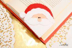 Segnalibro Babbo Natale in feltro  Un segnalibro unico, in perfetto clima natalizio; i suoi grandi baffoni, il suo naso tondo e i piccoli occhietti lo rendono simpatico e buffo. Basta inserire il segnalibro allangolo della pagina per mantenere il segno delle vostre letture natalizie.  • Feltro: bianco, rosso, rosa carne • Misura: 7 x 7 cm • Gli oggetti sono realizzati in un ambiente non a contatto con animali e fumatori  Clicca qui per tanti altri segnalibri divertenti…