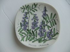 Vintage Esteri Tomula wall plate with Tufted vetch by Arabia Finland by AnnChristinsVintage on Etsy Clay Projects, Projects To Try, Vintage Dishware, Floral Theme, Different Plants, Ceramic Design, Beautiful Wall, Ceramic Painting, Plates On Wall