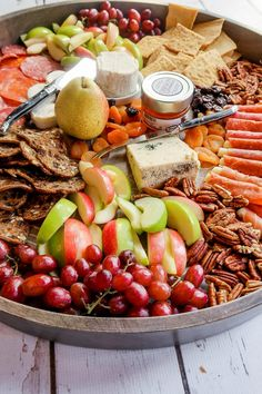 Wine Appetizers, Thanksgiving Appetizers, Easy Appetizer Recipes, Party Recipes, Party Snacks, Stilton Cheese, Party Food Platters, Fruit Platters, Meat Platter