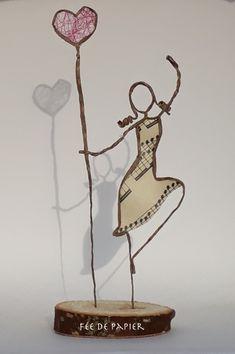 Fée de papier - I love to dance - Technique by Epistyle Wire Art Sculpture, Paper Mache Sculpture, Wire Sculptures, Wire Crafts, Diy And Crafts, Arts And Crafts, Paper Dolls, Art Dolls, Sculptures Sur Fil