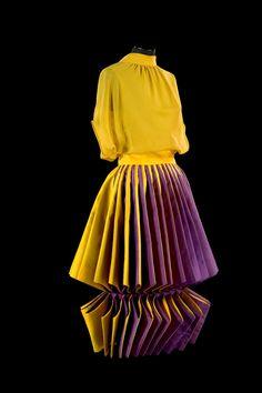 Roberto Capucci - Haute Couture - Robe de Soirée 'Sculpture' - Origami - 1980 ♦F&I♦ Geometric Fashion, 3d Fashion, Fashion History, Fashion Details, Couture Fashion, Fashion Show, Vintage Fashion, Womens Fashion, Couture Mode