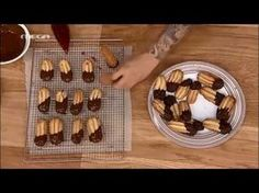 Petit four greek recipe Greek Sweets, Greek Desserts, No Cook Desserts, Greek Recipes, Greek Cake, Cookie Recipes, Dessert Recipes, Cookie Videos, Greek Cooking