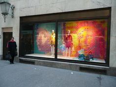 Now THAT'S a window display. Sticky notes aren't just for organizing.