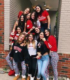 College Game Days, College Board, College Life, Tailgate Outfit, Best Friend Photography, University Of Wisconsin, Wisconsin Badgers, Squad Goals, College Outfits