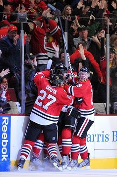 Chicago Blackhawks Defeat the Detroit Red Wings 2-1 in Overtime to Achieve Best Start in Franchise History