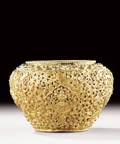 AN INCISED GOLD JARLET, CHINA, QING DYNASTY, QIANLONG PERIOD (1736-1795)