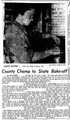 """La leyenda de la foto dice: """"Ella puede hornear un pastel de cereza"""". Nancy Clutter en la cocina de su casa preparando una tarta de cerezas, su especialidad. Fotografía publicada por el """"Garden City Telegram"""" en su edición del viernes 10 de enero de 1958."""