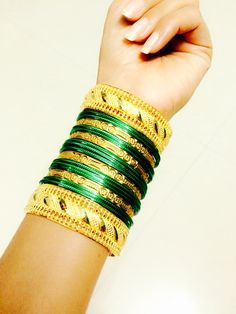 *marathi bangles* Gold Bangles Design, Gold Jewellery Design, Gold Jewelry, Kerala Jewellery, Temple Jewellery, Bridal Bangles, Bridal Jewelry, Bangle Set, Bangle Bracelets