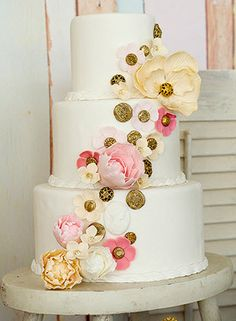Loving this style! Very sweet. are those buttons? never thought of adding buttons omg i love it Amazing Wedding Cakes, Amazing Cakes, Fondant Cakes, Cupcake Cakes, Fun Cakes, Sweet Cakes, Pretty Cakes, Beautiful Cakes, Sugar Flowers